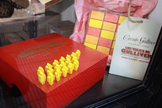 Jabón en gran escala  con mini Liliputienses para Circuito Gulliver