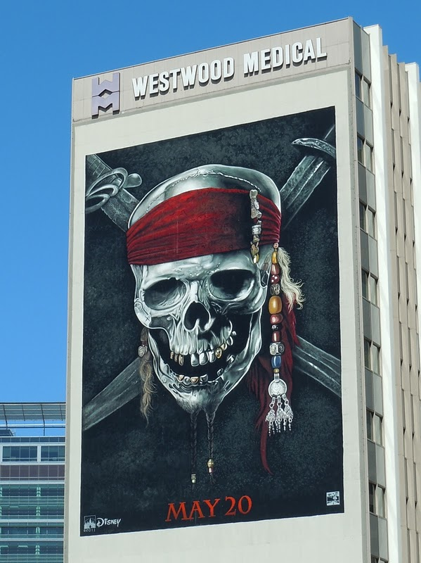 Pirates Caribbean 4 Banner Street